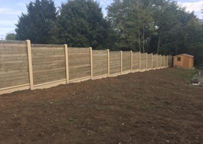 clôture poteaux béton, plaques de soubassement et lames bois à Caen (Calvados -14)