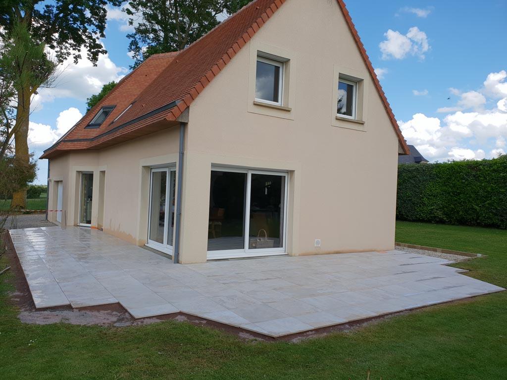 création de terrasse de jardin en grès cérame à Caen (Calvados -14)